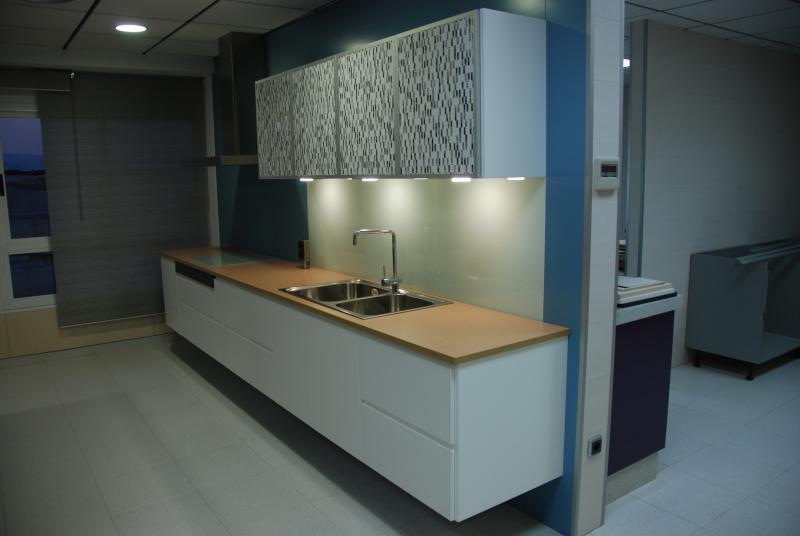 Cocinas minimalistas cocinas murcia for Cocinas solo muebles bajos