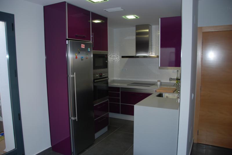 Cocina completa en espacio reducido cocinas murcia - Muebles de cocina murcia ...