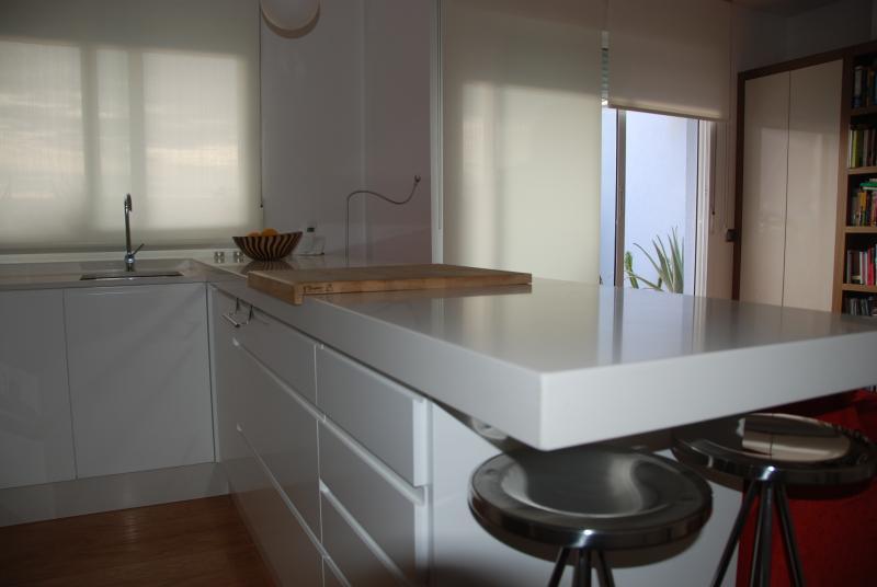 Cocina integrada en salon cocinas murcia for Cocina integrada