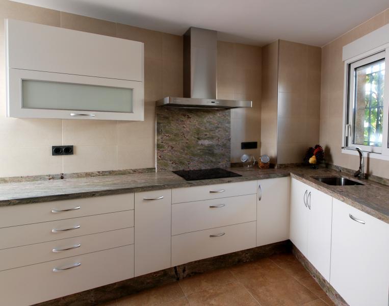 Cocina en dm lacado blanco mate | Cocinas Murcia