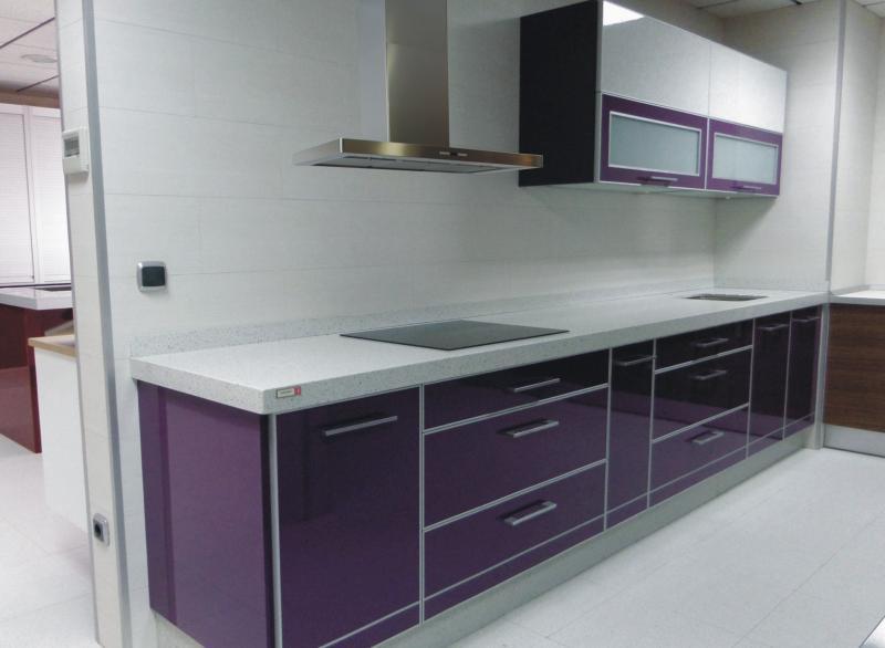 Cocinas moradas postformado cocina adronos cojines lila for Cocinas integrales manizales