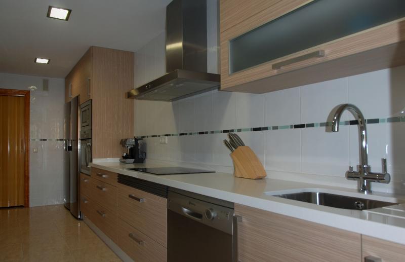 Cocina recta en laminado cocinas murcia for Cocinas en linea recta